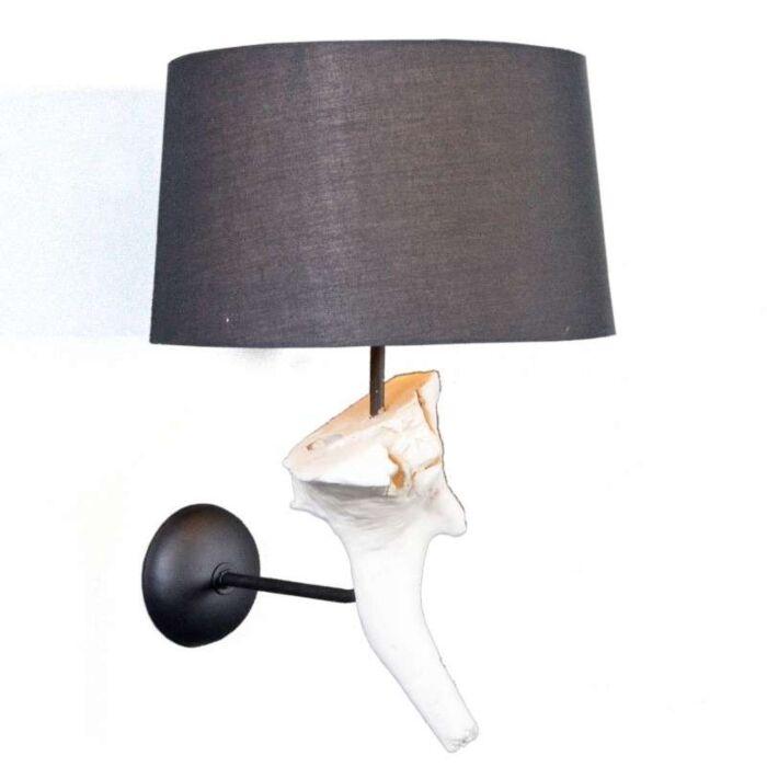Væglampe-Suchin-hvid-med-sort-skærm