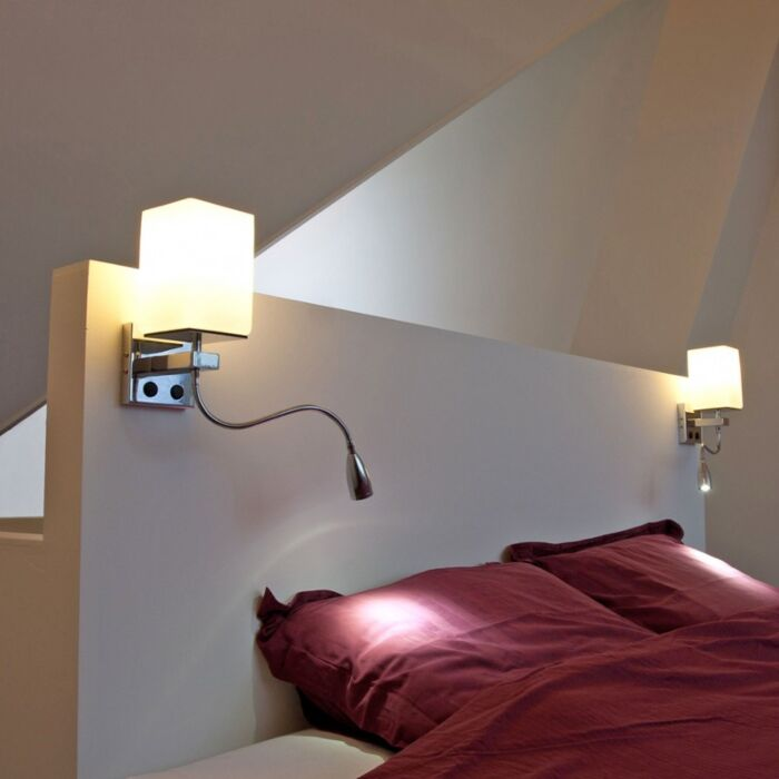 Væglampe-Brescia-krom-med-hvidt-glas