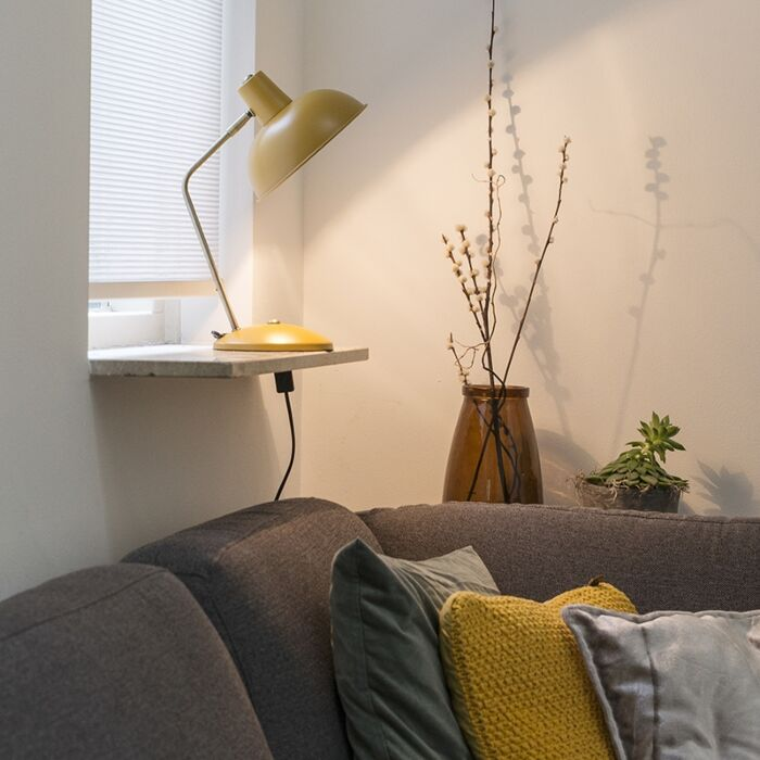 Retro-bordlampe-gul-med-bronze---Milou